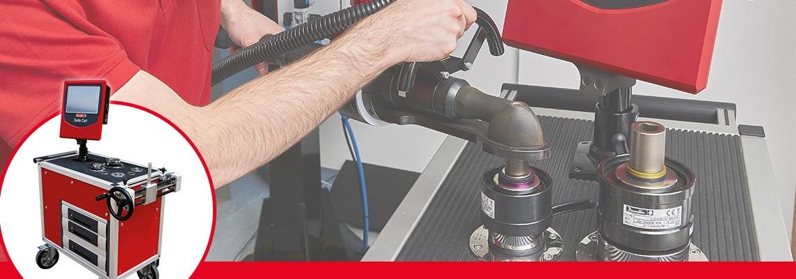 Schraubfallsimulatoren werden verwendet, um ein Schraubwerkzeug unter gleichbleibenden, realistischen Arbeitsbedingungen zu prüfen und um die Schraubverbindungen zu reproduzeren. Jeder Schraubfallsimulator reproduziert eine bestimmte Steifigkeit, die in seiner Drehmoment-/Drehwinkel-Charakterisitik beschreiben ist. Für fast jeden Messbereich gibt es zwei Ausführungen: Einer reproduziert eine weiche, der andere eine harte Schraubverbindung.<br/>Die Schraubfallsimulatoren sind durch zwei farbige Ringe gekennzeichnet um eine schnelle und einfache Erkennung durch den Bediener zu gewährleisten.<br/>
